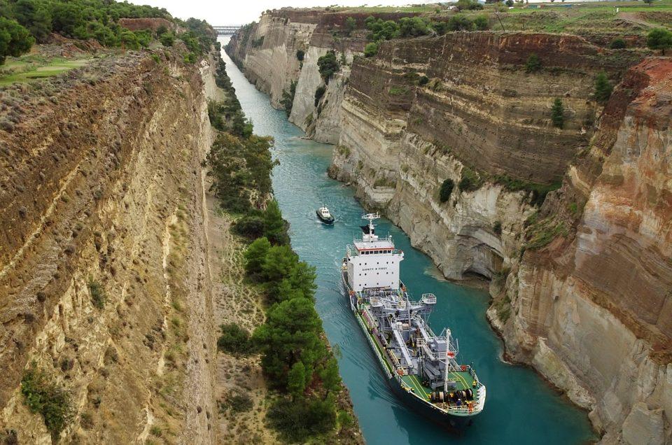 Zwischen dem Golf von Korinth und dem Saronischen Golf